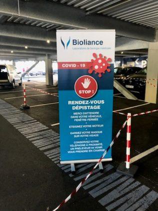 LA signalétique guide dans le parking silo de la Clinique Jules Verne, Nantes. Copyright Bioliance