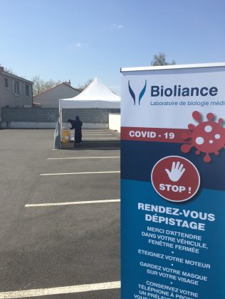 Préparation avant l'ouverture du DRIVE de Vertou pour les tests sérologiques COVID 19 - Copyright Bioliance